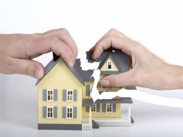 Как лишить собственника доли в приватизированной квартире